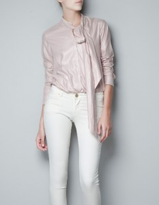 Blusa rosada con lazo